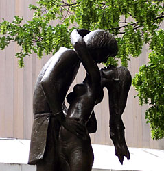 Ромео и Джульетта  -  Romeo and Juliet sculpture by Milton Hebald, 1977, Central park in New York