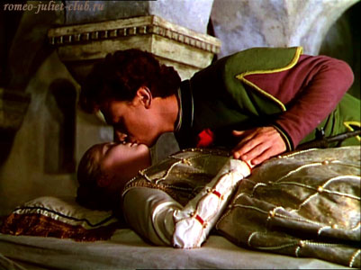 Сцена в склепе Капулетти. Фильм КАстеллани Ромео и Джульетта, 1954  -  Scene in the Capulet's crypt. Castellani's Romeo and Juliet