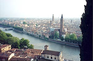 �������� �������� ������, ������� ����� ������ � ������ ������ �����������  -  panoramic view of real Verona seen in the beginning of Zefforelli's film