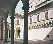 The  couryard of Palazzo Ducale - Montague's house in the film
