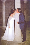 The wedding photo of Nadine and Roberto visiting the crypt of San Pietro